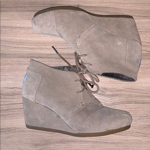 TOMS wedge boot